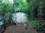el río, el punto más bajo del camino. luego hay que subir de nuevo hacia la plantación
