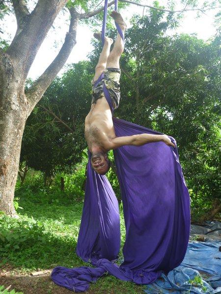 practicando en las telas acrobáticas